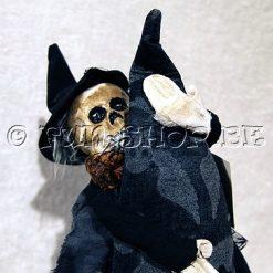 Halloween accessoires - Lier - griezel - hekserij - hoed - punthoed - sluier - schedel - skull - zwarte rozen