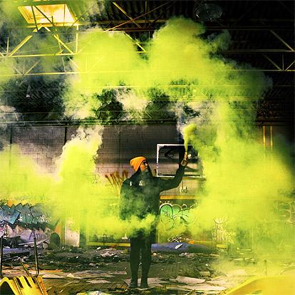 Lier - voetbal - supporteren - supporters - Belgische vlag - gekleurde rook - toorts - rookstaaf - gender reveal - smoke torch